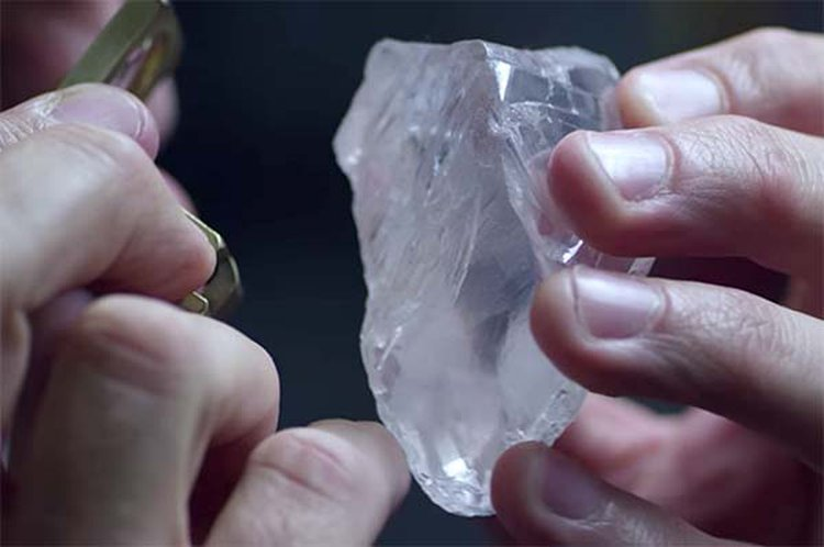 813-Carat 'Constellation' Visits Israel to Start Its Transformation Into a 350-Carat D-Flawless Polished Diamond