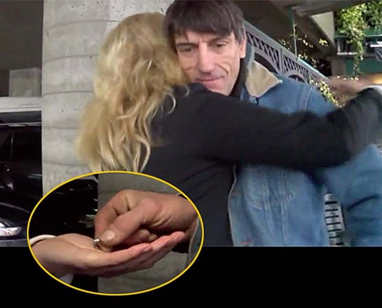 Homeless Man Returns 'Good Mother Ring' to Grateful Owner Who Accidentally Gave It Away
