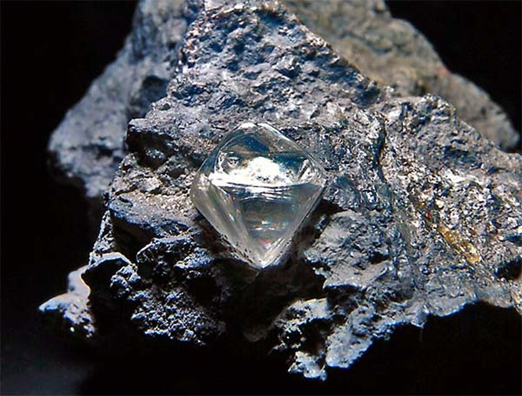 Quadrillion Tons of Diamonds Lie Unreachable 100 Miles Below the Earth's Surface, Study Suggests
